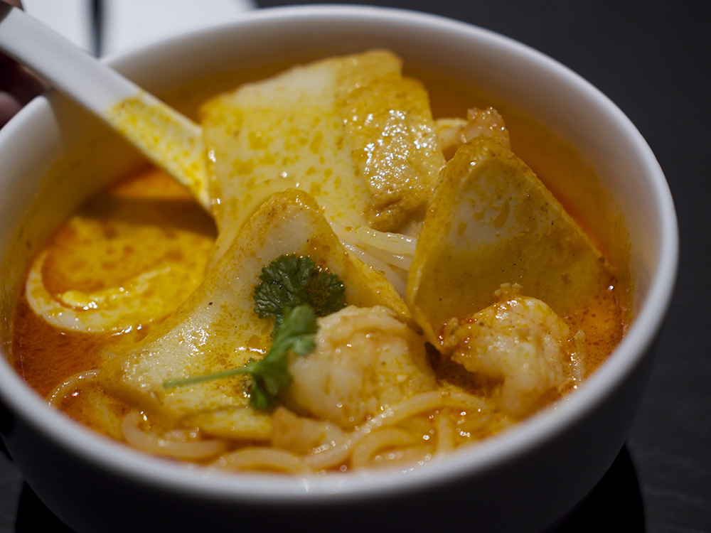 Today's review will only be on their laksa and a fried wonton side ...
