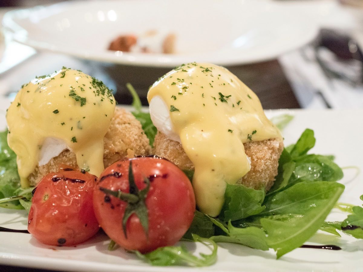 Nice amount of hollandaise