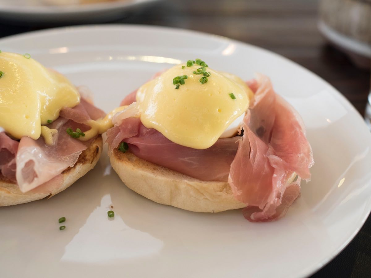 Eggs Benedict with Parma ham and beef tongue